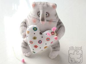 «Мартовский, тёплый, сердешный»: шьём весеннего поздравительного кота. Ярмарка Мастеров - ручная работа, handmade.