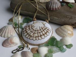 """Создаем кулон с ручной вышивкой """"Морские сокровища"""". Ярмарка Мастеров - ручная работа, handmade."""