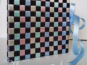 Создаем плетеную обложку из атласных ленточек. Ярмарка Мастеров - ручная работа, handmade.