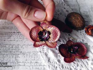 Видео мастер-класс: серьги с золотистыми орхидеями из полимерной глины. Ярмарка Мастеров - ручная работа, handmade.