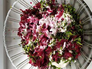Свекольный салат с весенними дикоросами. Ярмарка Мастеров - ручная работа, handmade.