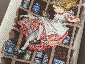Вышивка  «Алиса в кроличьей норе» . Готовая работа. Ярмарка Мастеров - ручная работа, handmade.