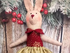 Шьем елочную игрушку: зайка в стиле Тильда или «Зайка-елку-украшай-ка». Ярмарка Мастеров - ручная работа, handmade.