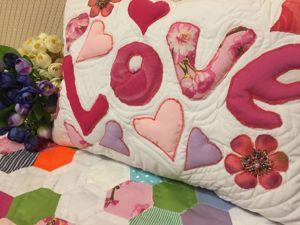 Лоскутная подушка с объемной аппликацией. Ярмарка Мастеров - ручная работа, handmade.