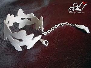 Мастерим простой браслет из кожи «Бабочки на руке». Ярмарка Мастеров - ручная работа, handmade.