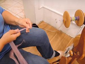 Видео мастер-класс: прядем нитку-ровницу из самодельного топса. Ярмарка Мастеров - ручная работа, handmade.