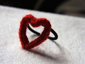Три петли с хвостиком — это много или мало, или Как связать простую резинку для волос в форме сердечка. Ярмарка Мастеров - ручная работа, handmade.