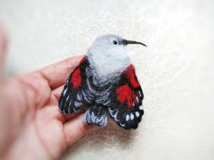 Войлочная брошь птица краснокрылый стенолаз. Ярмарка Мастеров - ручная работа, handmade.