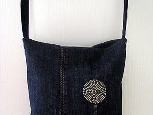 Маленькая сумочка из джинсов с декором молниями. Ярмарка Мастеров - ручная работа, handmade.