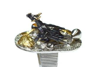 «Незваный на ужин»  — кольцо-ювелирная миниатюра с распоясовшимся драконом. Ярмарка Мастеров - ручная работа, handmade.