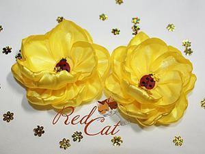 Делаем прелестные цветочки из атласных лент. Ярмарка Мастеров - ручная работа, handmade.