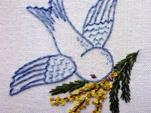 Видео мастер-класс: вышиваем весенний сюжет «Птица с веточкой мимозы». Ярмарка Мастеров - ручная работа, handmade.