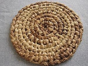 Плетем подставку под горячее из кукурузных листьев. Ярмарка Мастеров - ручная работа, handmade.