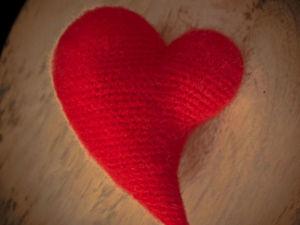 Вяжем крючком асимметричное сердечко. Ярмарка Мастеров - ручная работа, handmade.