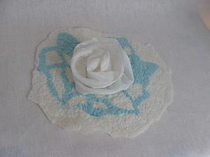 Шелковые цветы и ламинирование как элементы декора в валяных изделиях. Ярмарка Мастеров - ручная работа, handmade.