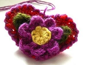 Мастер-класс: вяжем крючком брошь или закладку для книг «Цветочное сердечко». Ярмарка Мастеров - ручная работа, handmade.
