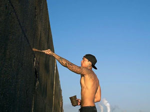 Гавайский уличный художник и его девушки в воде. Ярмарка Мастеров - ручная работа, handmade.