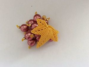 Плетем брошь «Виноградная гроздь» в технике микро-макраме. Ярмарка Мастеров - ручная работа, handmade.