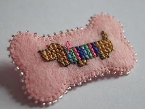 Создаем миниатюрную брошь «Таксик»: вышиваем крестиком на фетре. Ярмарка Мастеров - ручная работа, handmade.