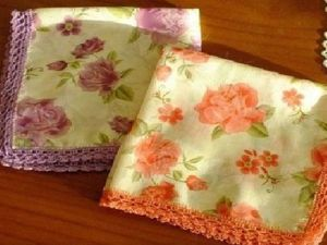 Простая идея подарка: носовой платочек, обвязанный крючком. Ярмарка Мастеров - ручная работа, handmade.