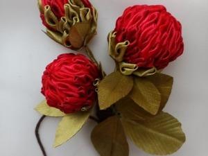"""Делаем цветок в технике канзаши для бутоньерки """"Клевер луговой. Алый рассвет"""". Ярмарка Мастеров - ручная работа, handmade."""