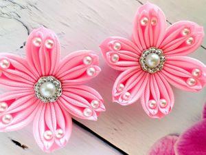 Делаем бантики-цветочки  из лент. Ярмарка Мастеров - ручная работа, handmade.