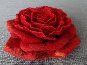 Создаем яркий аксессуар «Шерстяная роза» в технике мокрого валяния. Ярмарка Мастеров - ручная работа, handmade.