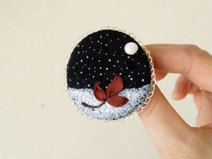 Embroidering a Romantic First Snow Brooch. Livemaster - handmade