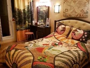 Лоскутное покрывало на кровать  «Чио-Чио-Сан»  — современный пэчворк в интерьере!. Ярмарка Мастеров - ручная работа, handmade.