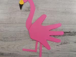 Мастерим открытку Фламинго с помощью ладошек. Ярмарка Мастеров - ручная работа, handmade.