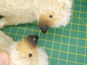 Лакируем вышитый нос мишке. Ярмарка Мастеров - ручная работа, handmade.