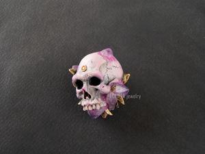 ВИДЕО. Кулон-брошь Violet skull череп из полимерной глины, аметисты. Ярмарка Мастеров - ручная работа, handmade.