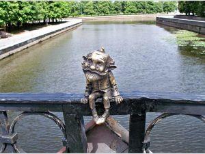 На Медовом мосту в Калининграде «поселился» гном Хомлин. Ярмарка Мастеров - ручная работа, handmade.