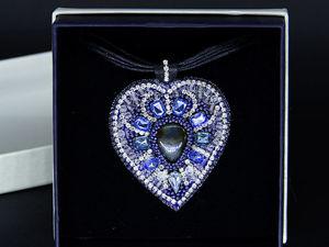 Видеоурок: кулон из бисера и кристаллов Холодное сердце. Ярмарка Мастеров - ручная работа, handmade.