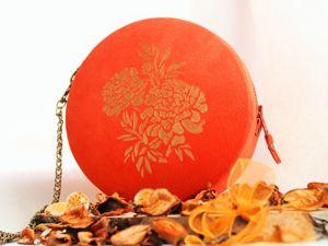 Новинка! Терракотовая круглая сумочка с золотистыми цветами. Ярмарка Мастеров - ручная работа, handmade.