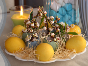 Простые идеи пасхального декора своими руками: цыплята и кролик из помпонов + композиция из яичной скорлупы. Ярмарка Мастеров - ручная работа, handmade.