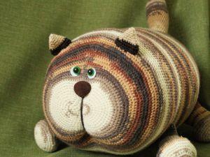 Вязаная подушка Кот Обормот. Ярмарка Мастеров - ручная работа, handmade.
