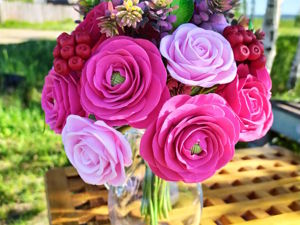 Букет с розовыми розами и лютиками из полимерной глины. Ярмарка Мастеров - ручная работа, handmade.