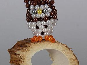 Плетём сувенир из бисера ко Дню учителя «Мудрая совушка». Ярмарка Мастеров - ручная работа, handmade.