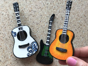 Идея из картона «Миниатюрная гитара». Ярмарка Мастеров - ручная работа, handmade.