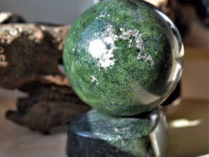 Шар из эгирина 89 мм. Ярмарка Мастеров - ручная работа, handmade.