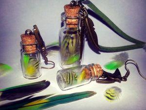 Легко и просто создаем комплект кулонов «Яркие перышки в баночке». Ярмарка Мастеров - ручная работа, handmade.