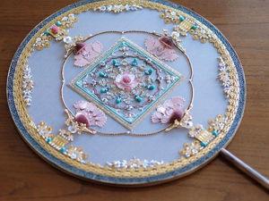 Восхитительный веер с вышивкой работы Jiaran Studio (Китай). Ярмарка Мастеров - ручная работа, handmade.