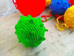 Как связать крючком тактильный мяч с иголочками. Ярмарка Мастеров - ручная работа, handmade.