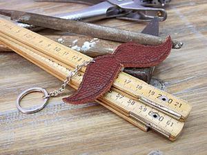 Подарок мужчине легко и быстро — брелок для ключей в виде усов. Мастер-класс. Ярмарка Мастеров - ручная работа, handmade.