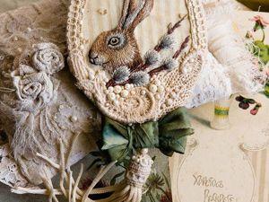 Вышитая брошка с пасхальным зайкой и веточкой вербы. Ярмарка Мастеров - ручная работа, handmade.