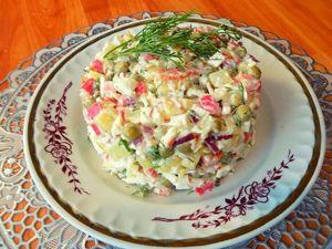 Салат из крабовых палочек с горошком и яйцами. Ярмарка Мастеров - ручная работа, handmade.
