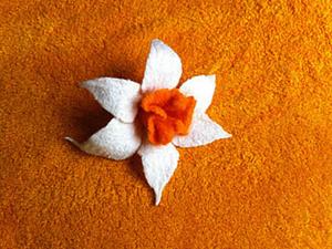 Мастер-класс по мокрому валянию броши «Нарцисс». Ярмарка Мастеров - ручная работа, handmade.