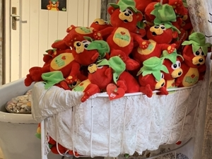 Welcome to Strawberry Farm. Part 2. Livemaster - handmade
