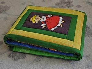 Детское одеяльце с элементами печворка и росписи ткани. Ярмарка Мастеров - ручная работа, handmade.